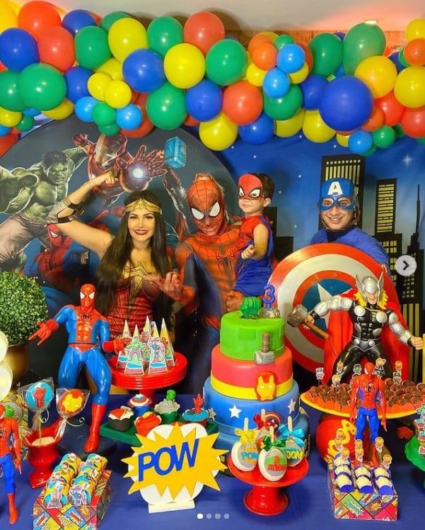 Fláyslane comemorando o aniversário de seu filho