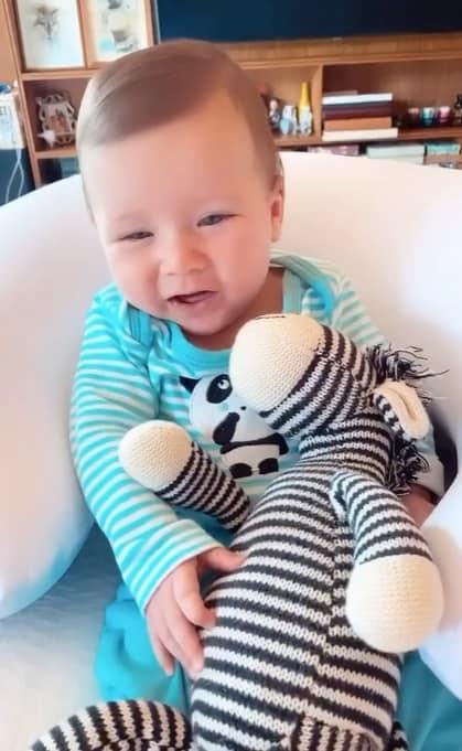 Bebê da apresentadora Giovanna Ewbank sorrindo