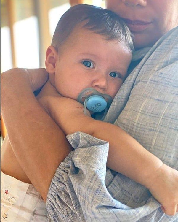 O menino Zyan, filho mais novo de Giovanna Ewbank