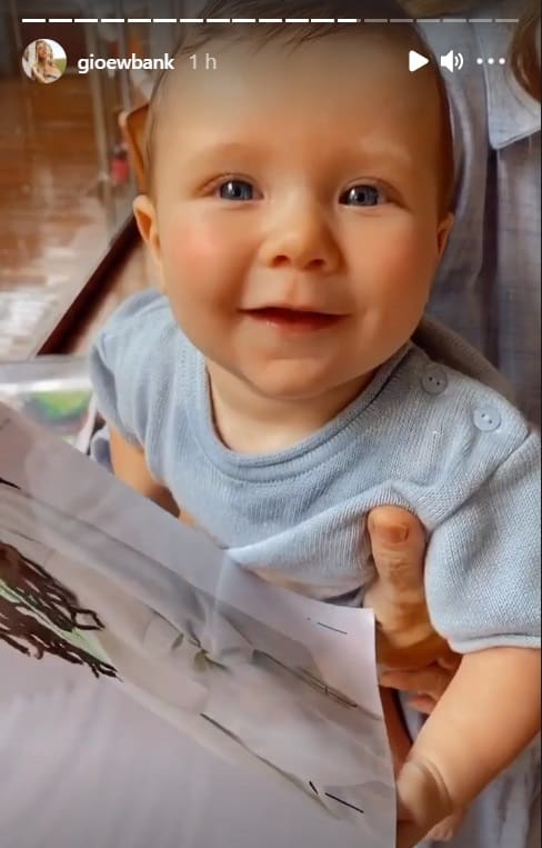 Filho caçula de Giovanna Ewbank dando risada