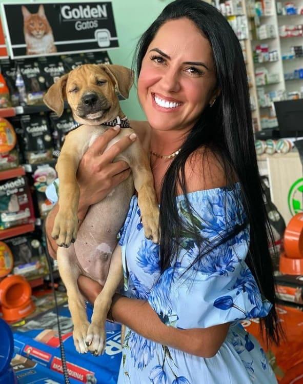 Graciele Lacerda e o novo cachorrinho da família