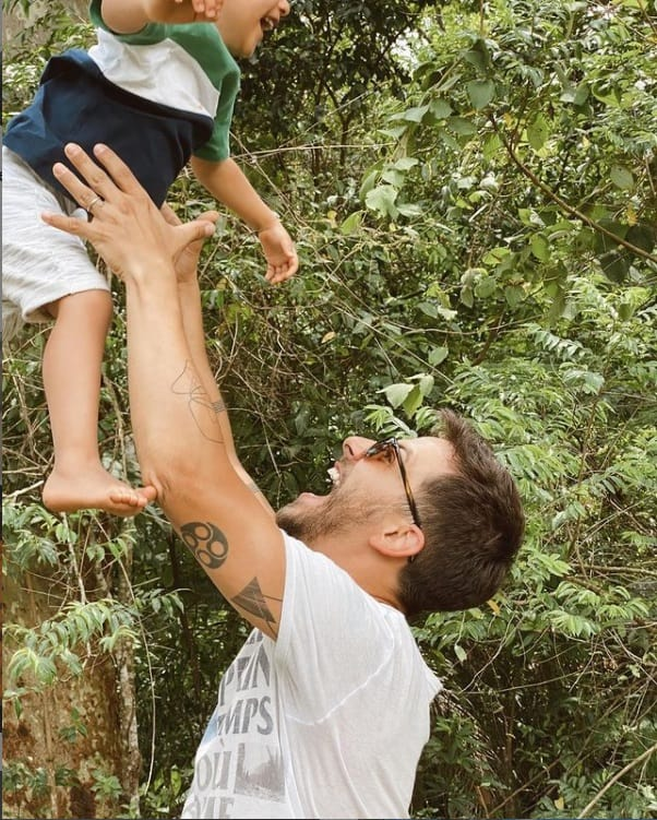 Músico Junior Lima com o filho