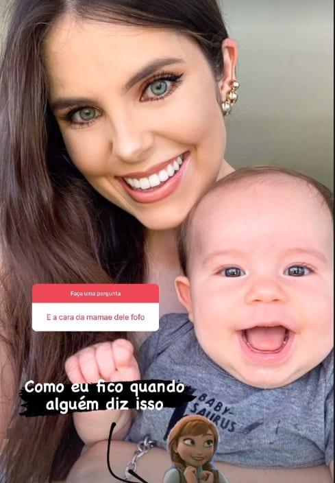 Débora Silva e o filho com o cantor Mano Walter
