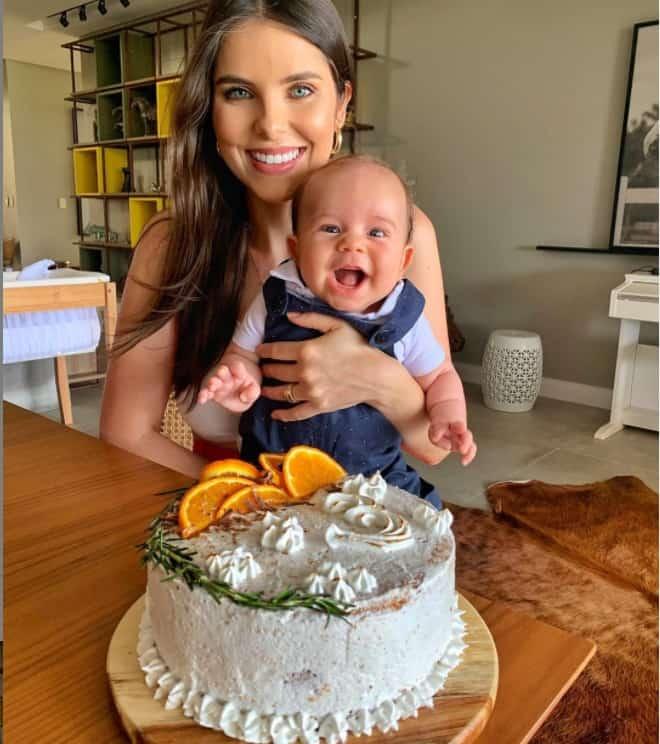 Débora Silva com seu filho com Mano Walter