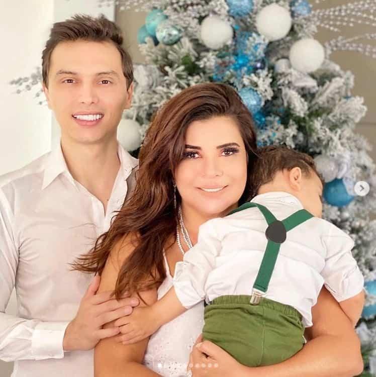 Mara Maravilha com seu marido e seu bebê