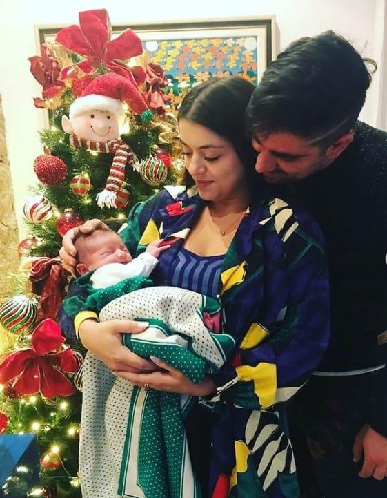 Marcelo Adnet com sua filha recém-nascida