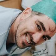 Marcelo Adnet mostrou o rosto da filha recém-nascida