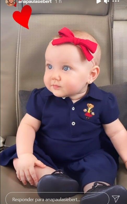 Bebê de Roberto Justus em um avião particular