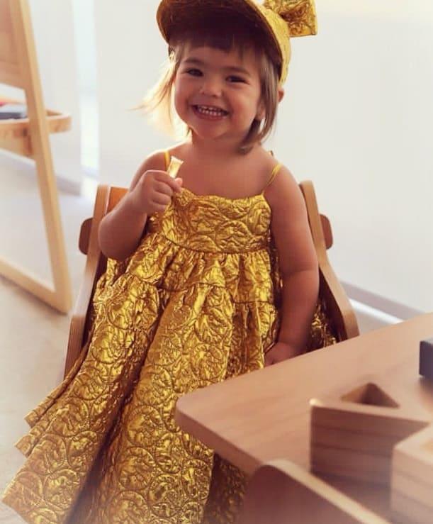 Filha de Sabrina Sato e Duda Nagle com roupa luxuosa