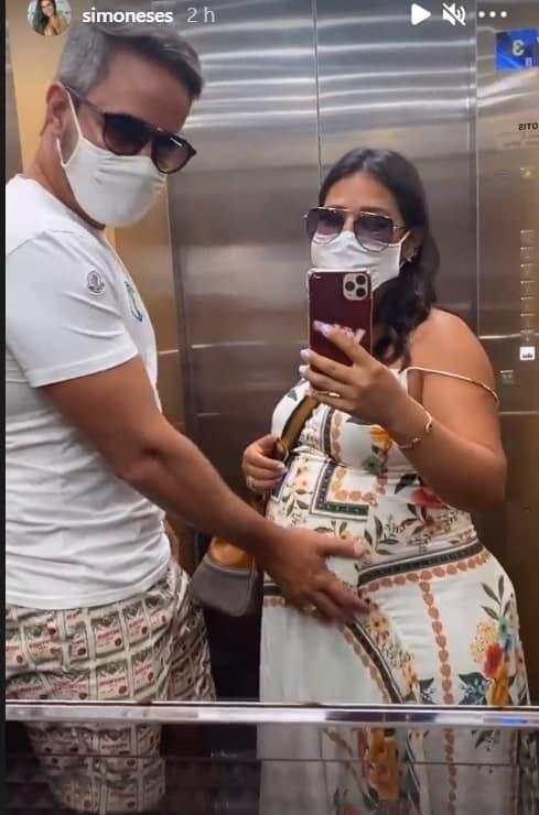 Simone com o barrigão de grávida em Cancun