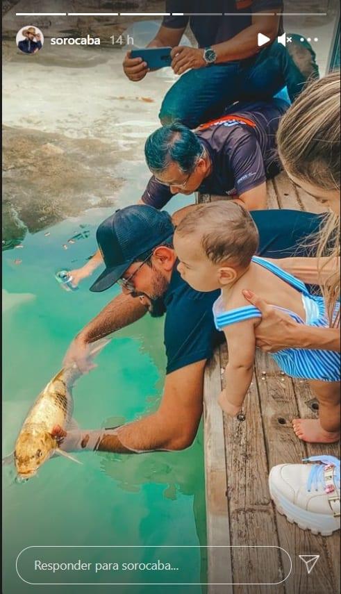 Sorocaba e o filho no lago que construiu