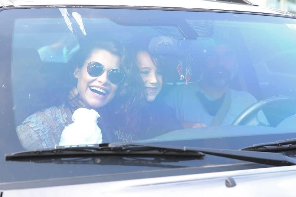 Alinne Moraes junto com seu marido e seu filho