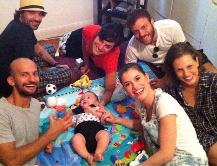 Alinne Moraes com seu filho quando bebê