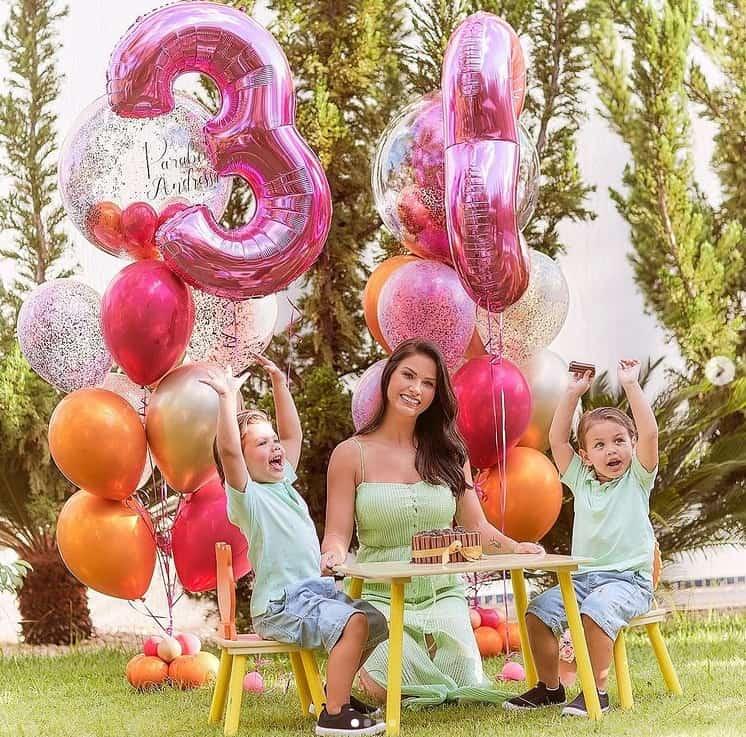 Andressa Suita junto com os filhos com Gusttavo Lima