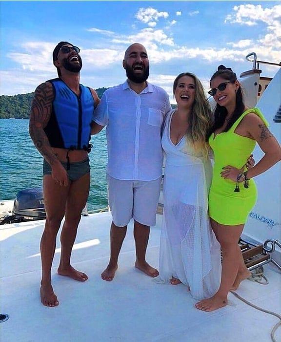 Andressa Suita e Gusttavo Lima juntos com um casal