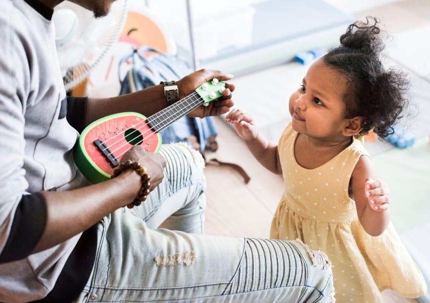 Uma forma de estimular a coordenação motora infantil é usar músicas