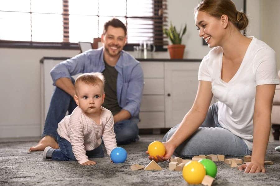 Os pais podem estimular a coordenação motora infantil