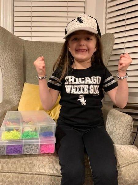 A criança já fez mais de 9 mil pulseiras