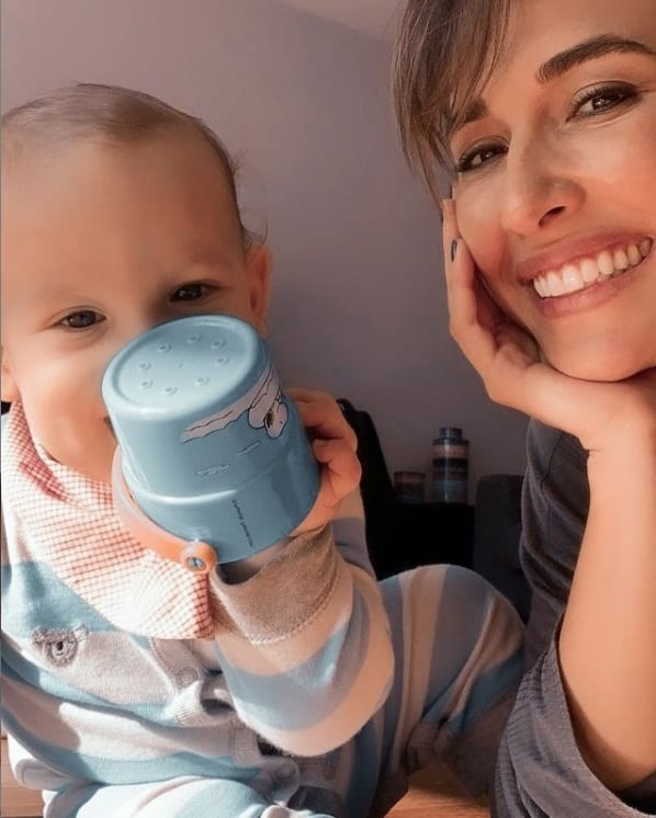 Giselle Itié viajando com o filho