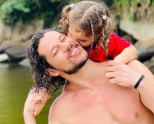 José Loreto compartilhou com os fãs um momento com a filha Bella