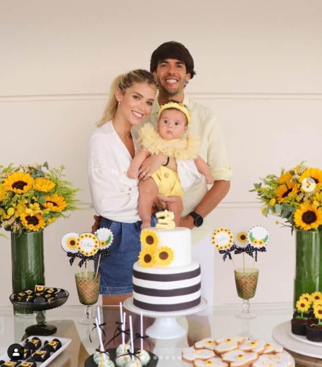 Kaká e Carol Dias celebrando os três meses da pequena Esther