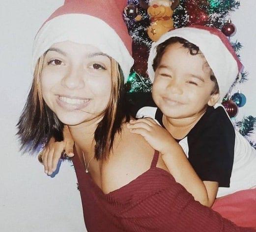 Ex-atriz mirim Karina Ferrari com seu bebê