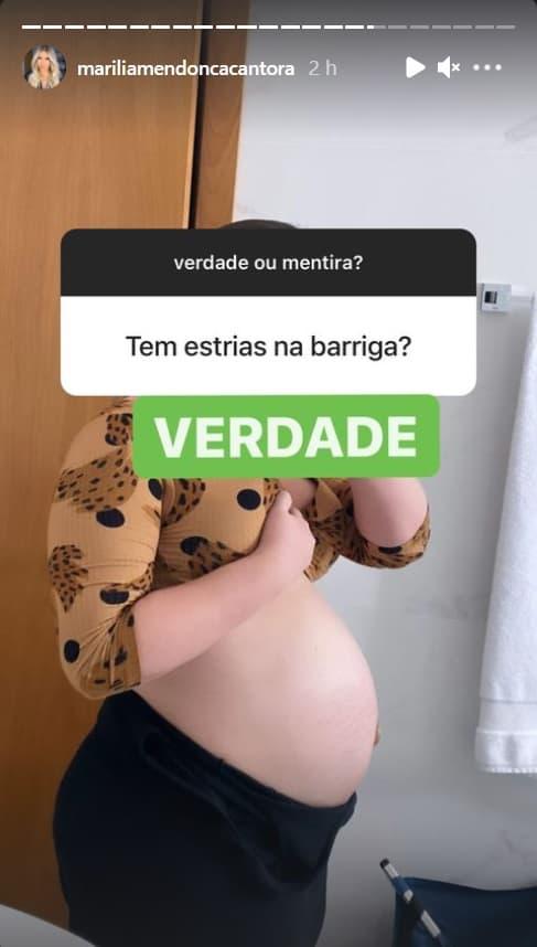 Marília Mendonça exibindo a barriga quando estava grávida