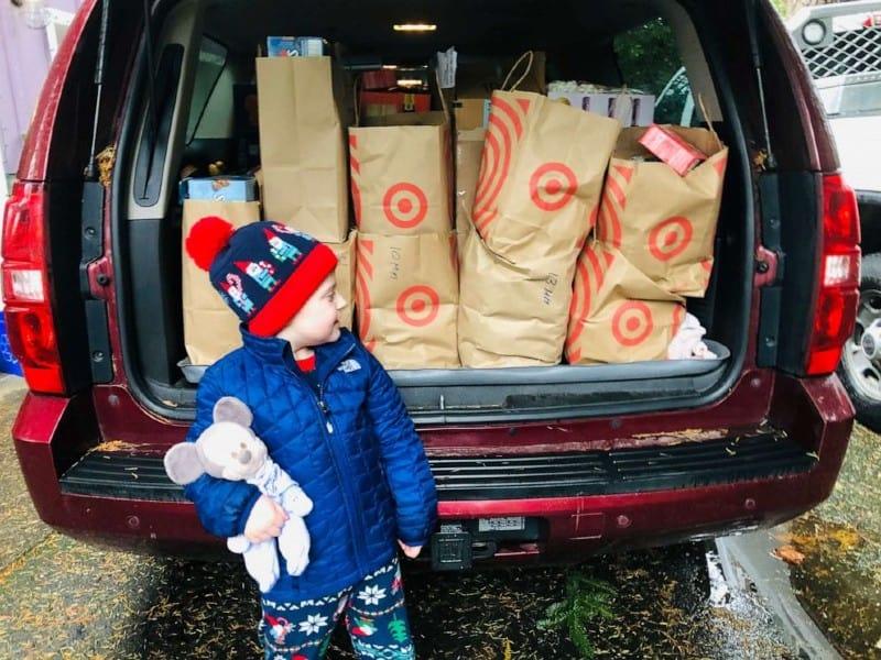 No total, o menino e sua família conseguiram 300 caixas de achocolatado e 300 de marshmallows