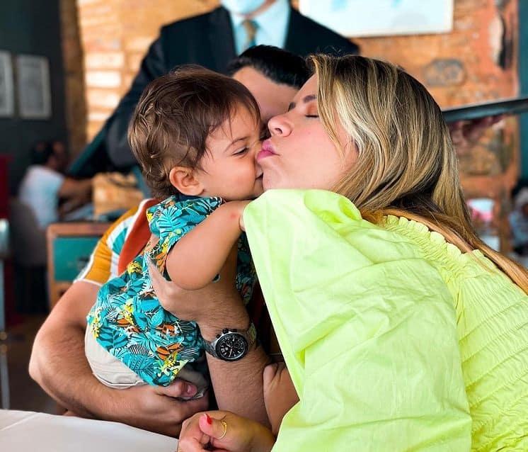 Murilo Huff e Marília Mendonça com seu filho Léo