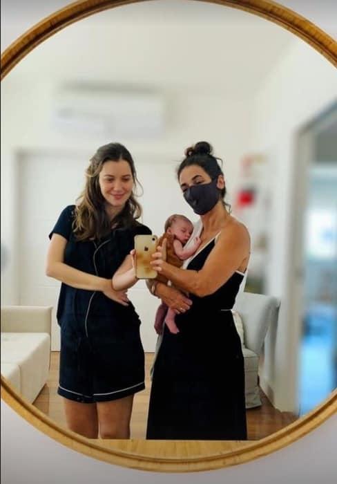 Nathalia Dill junto com sua filha Eva