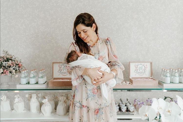 Sabrina Petraglia com sua bebê Maya