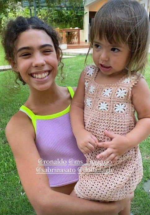Zoe, bebê de Sabrina Sato, com a filha de Ronaldo