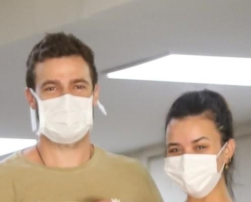 Talita Younan e João Gomez deixaram a maternidade com sua recém-nascida