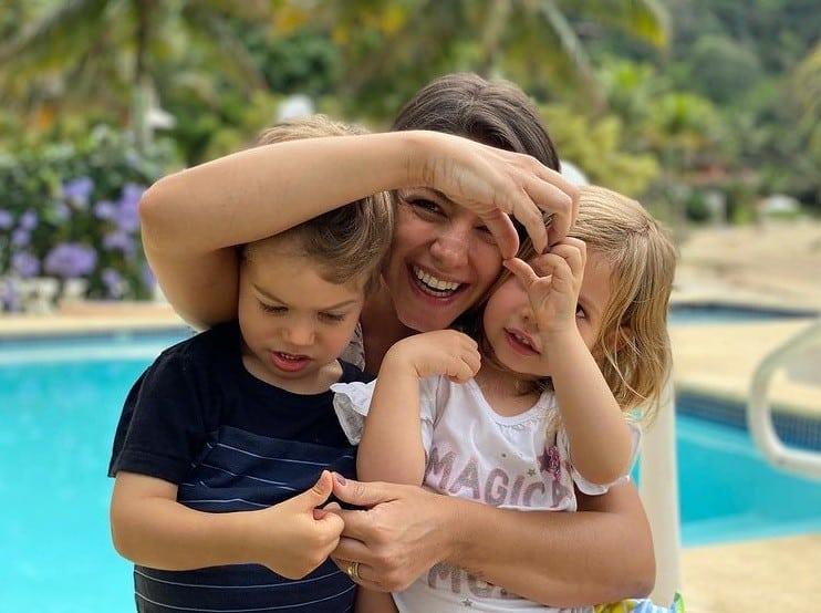 Thaís Fersoza junto com seus filhos