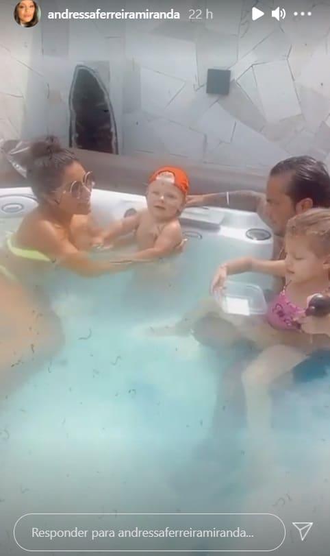 Thammy Miranda e Andressa Ferreira com o pequeno Bento
