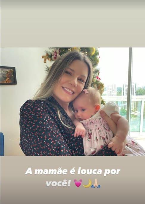 Daiana Garbin e a filha com Tiago Leifert