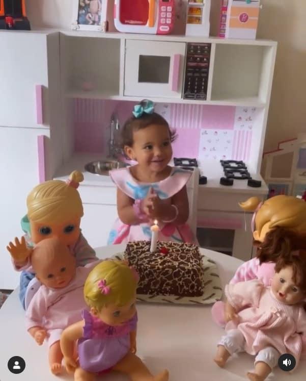 Filha de Ticiane Pinheiro com a cozinha planejada de brinquedo