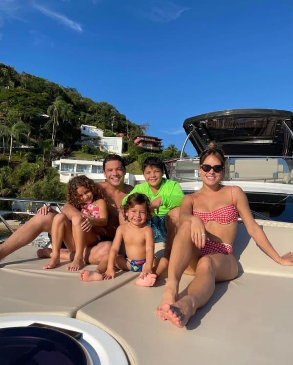Thyane Dantas e Wesley Safadão com suas crianças