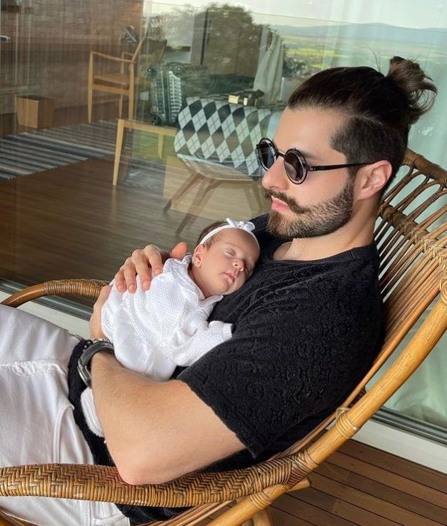 DJ Alok e sua filha, a pequena Raika