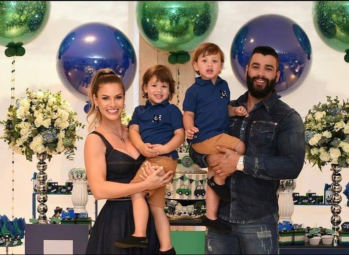 Andressa Suita e Gusttavo Lima com os filhos