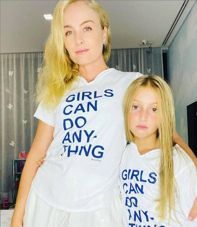 Angélica em foto rara com a filha Eva