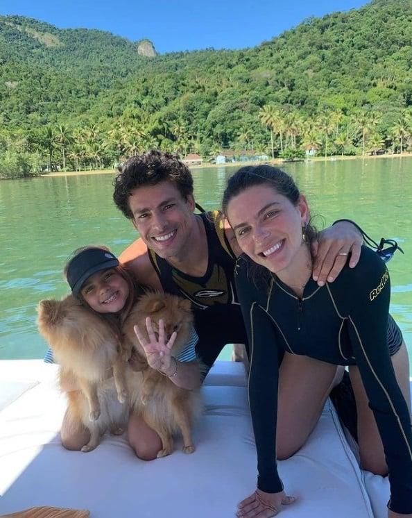 Cauã Reymond com Mariana Goldfarb e Sofia
