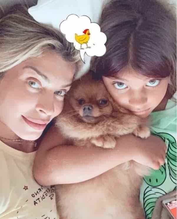 Grazi Massafera ao lado de sua filha Sofia