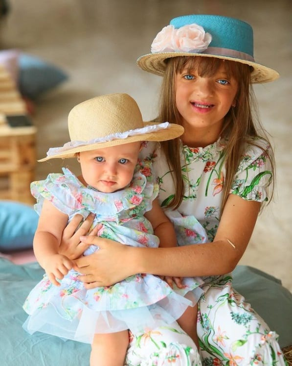 Rafaella Justus e a irmã Vicky com roupas combinando