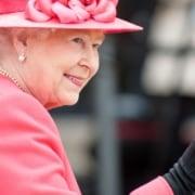 Rainha Elizabeth II apresentou o bebê August, seu bisneto