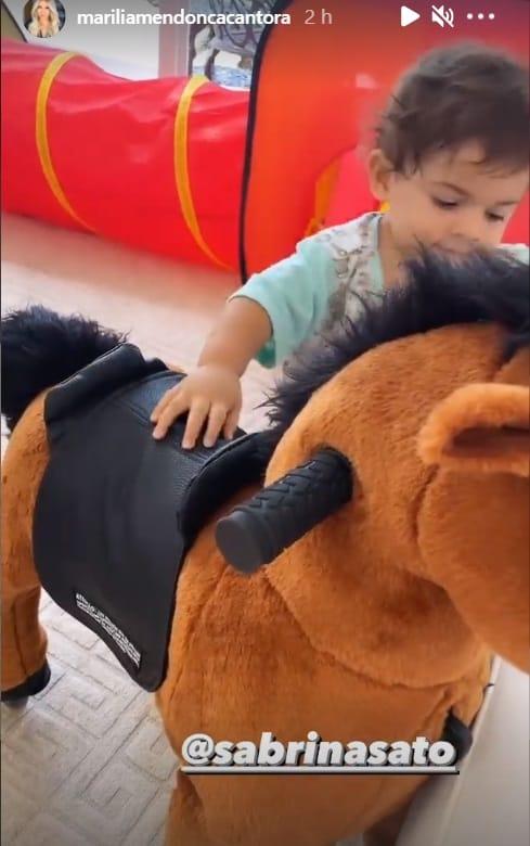Filho de Marília Mendonça com presente de Sabrina Sato