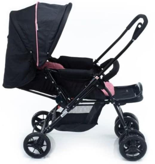 Entre os tipos de carrinho de bebê mais comuns estão os reversíveis