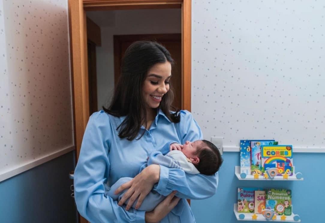A irmã de Andressa Suita com o filho recém-nascido