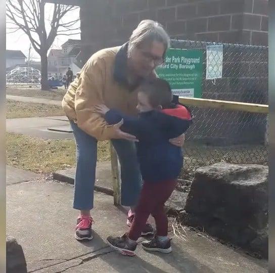 O encontro da avó com o neto foi emocionante