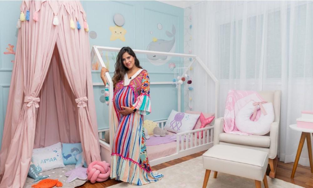 Camilla Camargo no quarto da filha que vai nascer